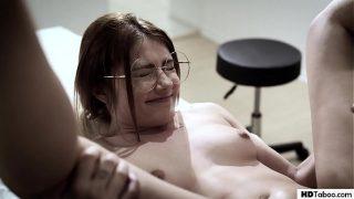 Молоденькая российская девчушка постоянно ведала что начнет вагинально-анальной шлюхой
